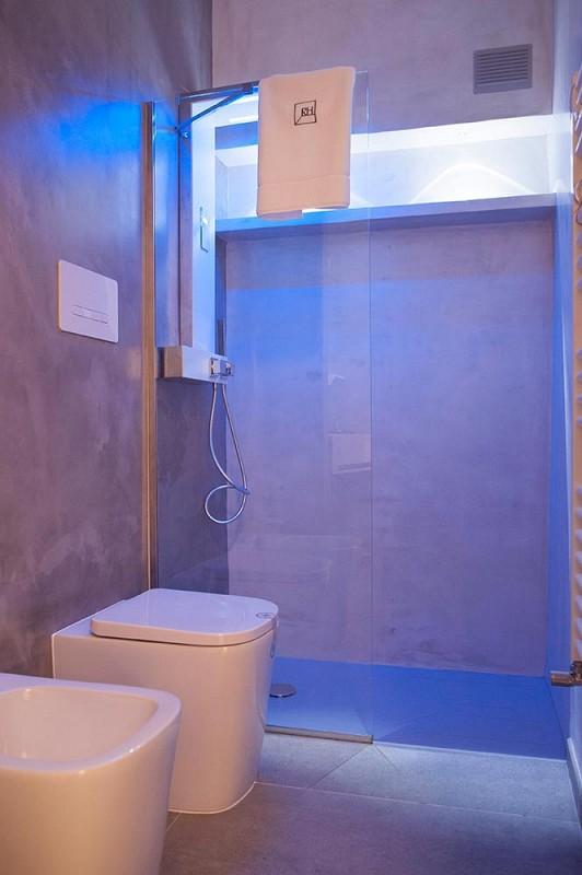 Rakelhome - Bagno con doccia con cromoterapia