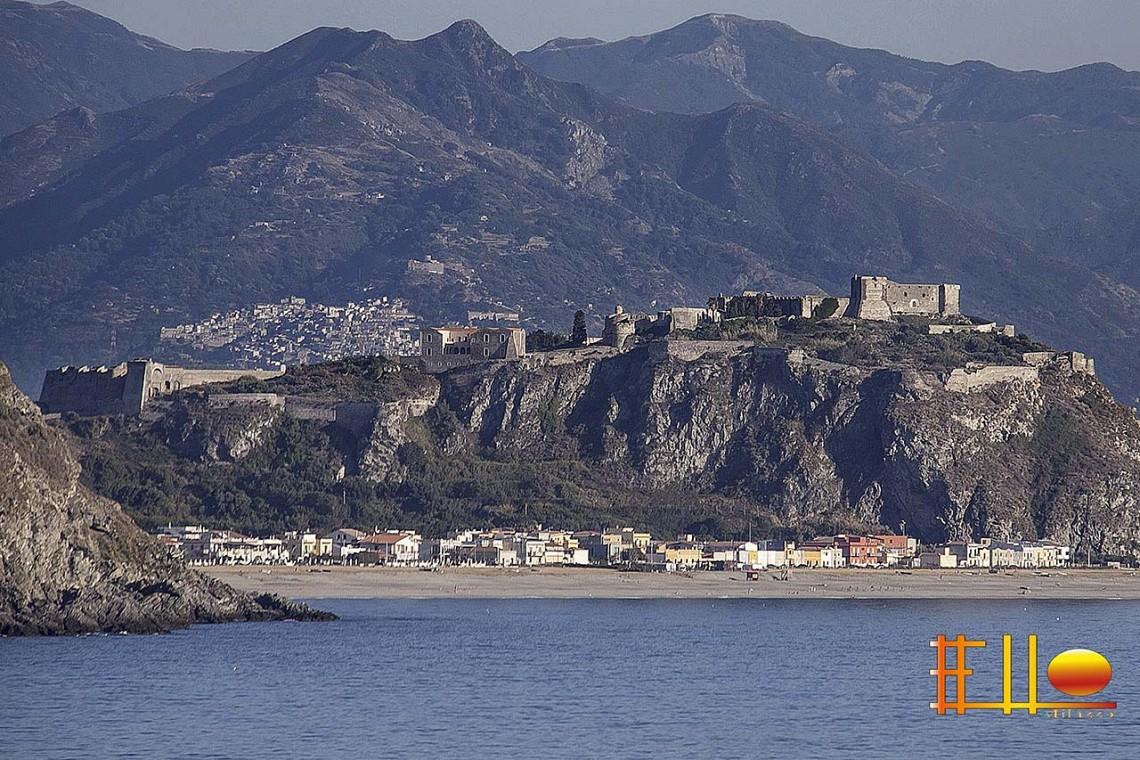 Rakelhome - Il castello di Milazzo, sul mare