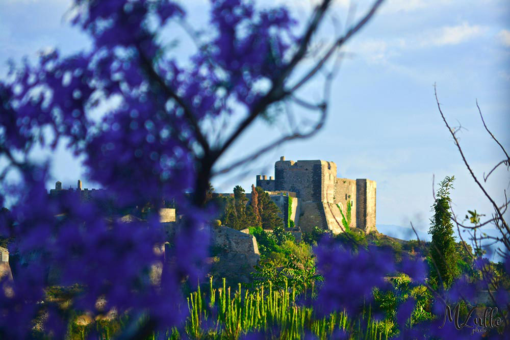 Rakelhome - Una vista delle mura del Castello di Milazzo