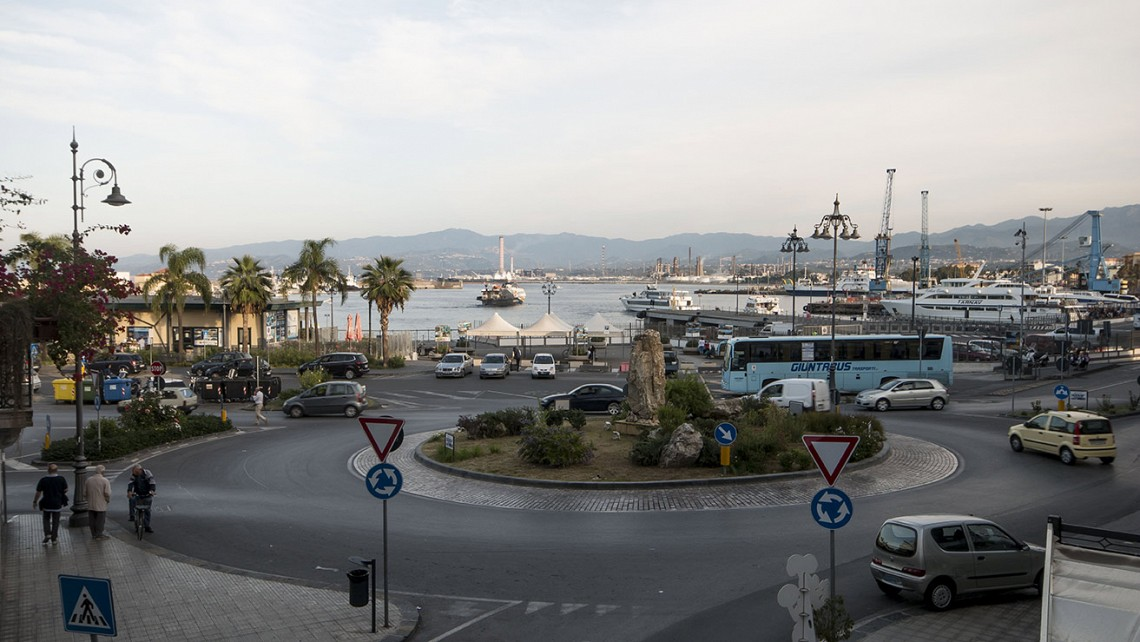 Rakelhome - Imbarco per le Eolie a due passi dal bed and breakfast