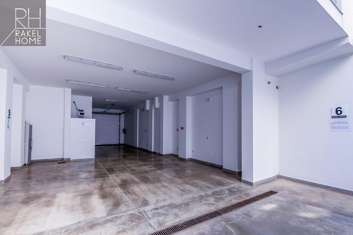 Rakel Home - Vista del garage del Bed and Breakfast
